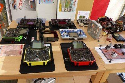 Die Jeti DS-16 in verschiedenen Farbvarianten