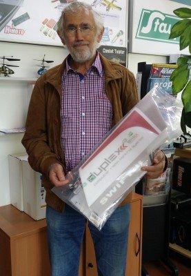 Kurt Höck mit seinem Gewinn der Hausmesse 2015 - ein Swift II im HEPF-Design