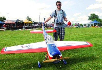 Philipp mit seiner Yak 55m 2.2 von GB-Models
